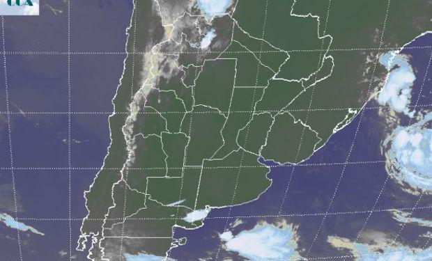 La foto satelital muestra un extendido despliegue de cielos despejados en gran parte del país.