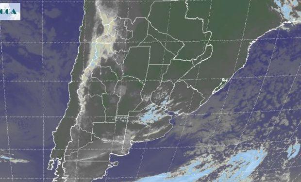 Cielos mayormente despejados en todo el centro y norte del país asociados a altas presiones que imponen condiciones de estabilidad.