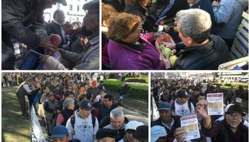 En dos horas se acabó la fruta que regalaban en Plaza de Mayo