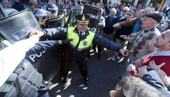 En Tucumán productores chocaron con la policía durante la protesta