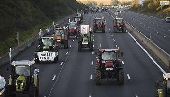 Cerca de 1.500 tractores llevan la protesta del sector agrícola a París