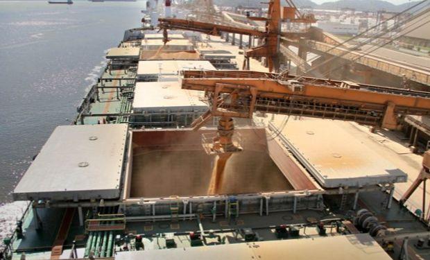 Embarques actuales de soja y de maíz duplican los vigentes un año atrás.