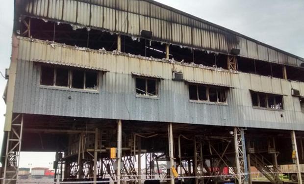 Tras los destrozos generados en Louis Dreyfus, General Lagos, ya se esta normalizando la situación. Los camiones fueron ingresados. Fuente: @Agroentregas