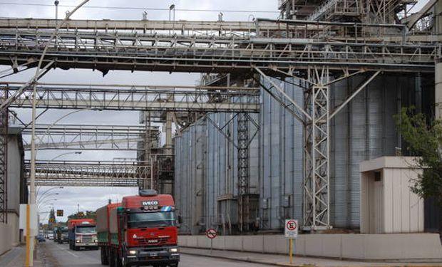 Ordenan a trabajadores portuarios de Rosario no iniciar huelga.