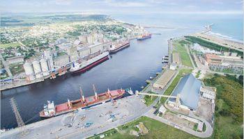 Acuerdan bajar 40% los costos para embarcar granos en Bahía Blanca y Quequén