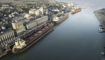 Sigue un bloqueo en el puerto de Quequén y 450 camiones no pueden descargar