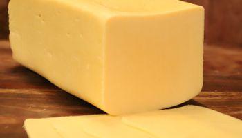 Prohíben la comercialización de dos quesos por ser considerados productos ilegales
