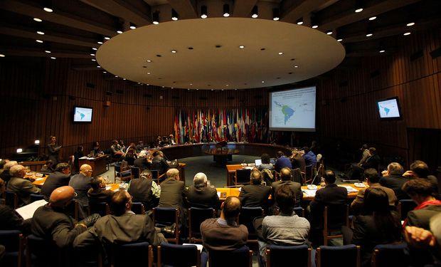 """Foto: presentación oficial del informe """"Inversión Extranjera Directa en América Latina y el Caribe 2013"""" realizada en Santiago de Chile en la sede central de Cepal. Fuente: Valor Soja."""