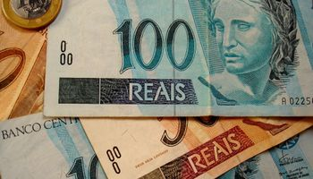 El real se deprecia 2,2% a 3,844 por dólar, nuevo mínimo en 13 años