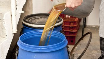 Córdoba apuesta al biodiésel y lanza una campaña para transformar el aceite de cocina usado