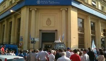 Reclamo de productores de Entre Ríos ante el Banco Nación