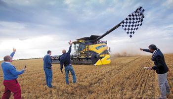 La CR10.90 de New Holland Agriculture rompe el récord mundial Guinness para la mayor cantidad de trigo cosechado en ocho horas