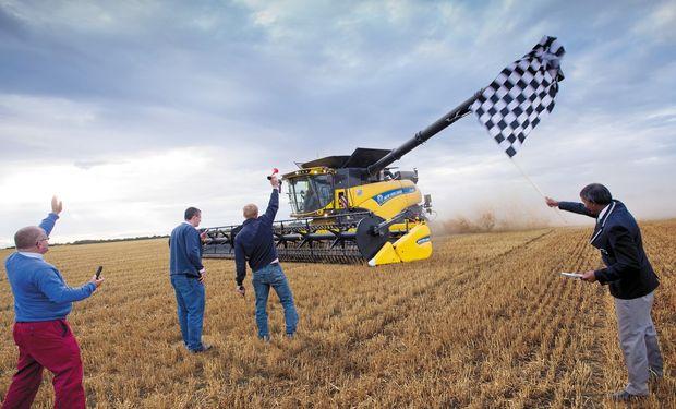 El récord se logró utilizando tan sólo 1,12 litros de combustible por tonelada de grano cosechado y con el picador de paja montado y funcionando durante toda la jornada.