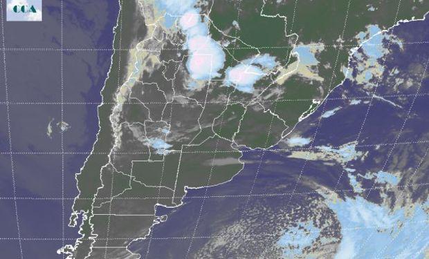 En el recorte de la Imagen Satelital se observa el núcleo activo de nubosidad sobre las provincias del norte, afectando principalmente el este de Salta y Santiago del Estero.