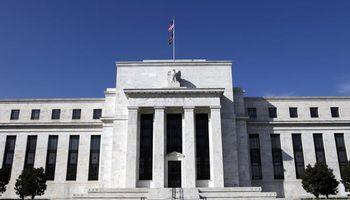 Una Fed indecisa respecto a cuándo subir las tasas frenó el avance del dólar