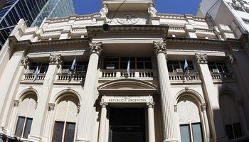 Las reservas treparon 1247 millones por la nueva deuda
