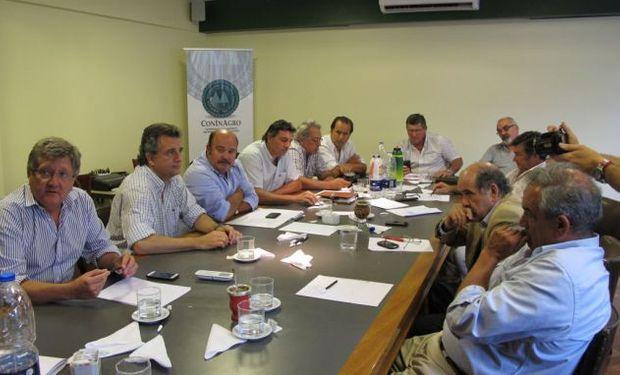 Estuvieron presentes los presidentes de CRA, Rubén Ferrero, de Federación Agraria Argentina, Omar Príncipe, de Sociedad Rural Argentina, Luis Miguel Etchevehere y de Coninagro, Egidio Mailland.