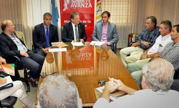En el centro, Rodríguez, Fascendini y López. Foto: Min. de Asuntos Agrarios.