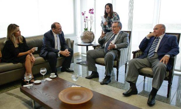 La comitiva Argentina durante el encuentro con miembros de la Confederación de Agricultura y Pecuaria.