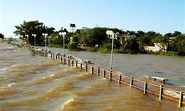 El río Paraná empieza a bajar pero hay filtraciones en las defensas