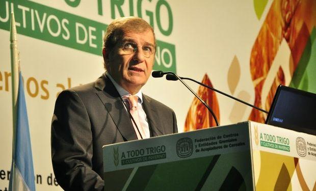 """""""En los próximos 7 meses los productores argentinos van a invertir, solamente en agricultura, la suma de 12.000  millones de dólares"""", remarcó Rivara."""