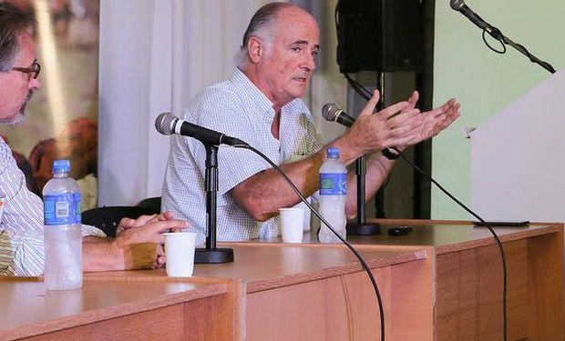 """Iriarte destacó que """"hay un considerable número menos de terneros que el año anterior""""."""