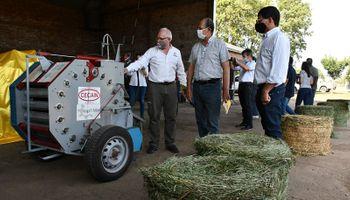 El INTA desarrolló una rotoenfardadora de bajo costo para pequeños productores