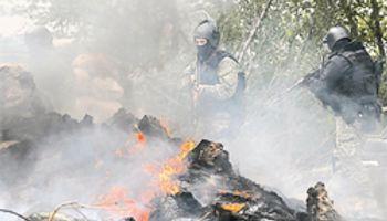 Ucrania reprime y Rusia ya moviliza sus tropas