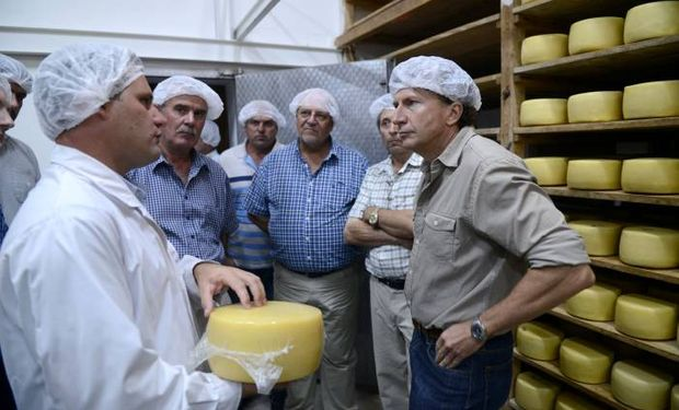 El subsecretario Sammartino visitò la Junta Intercooperativa de Productores de Leche, donde fue recibido por su presidente, Jorge Manera.