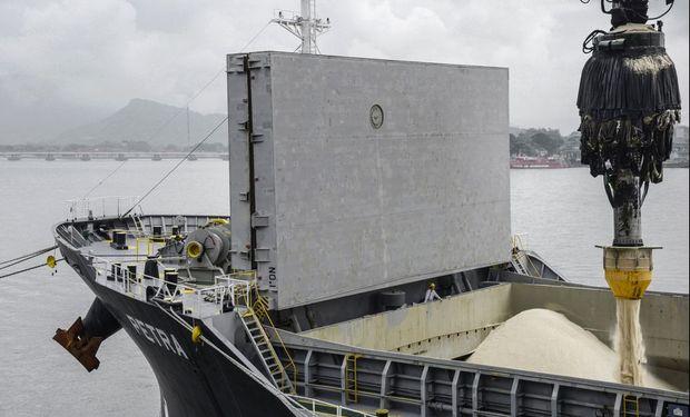 Covid: Brasil comienza a vacunar a los trabajadores portuarios