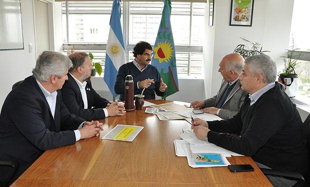 Se acordó la puesta en funcionamiento de la Mesa Provincial Avícola.