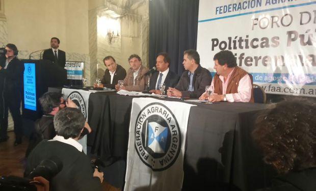 Scioli ante los productores federados exponiendo sus ideas