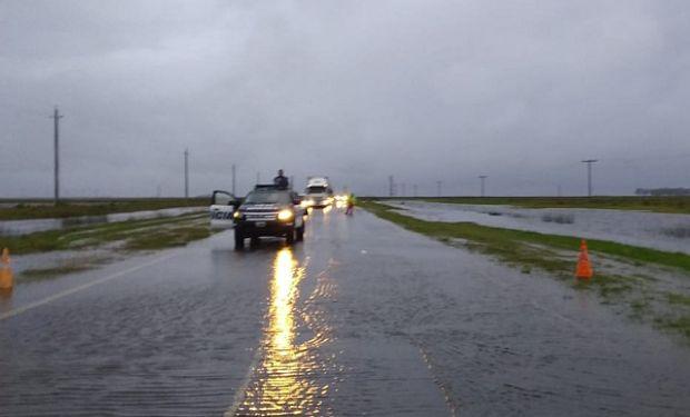 "Cortan ruta nacional 7 por el desborde de la laguna ""La Picasa"""