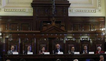 La Corte puso en aprietos a los representantes del Gobierno y de Clarín
