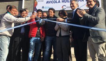 Etchevehere inauguró un frigorífico avícola
