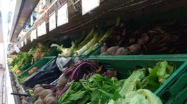 Disminuyó la brecha de precios de los alimentos y el consumidor pagó 4,29 veces más de lo que recibió el productor