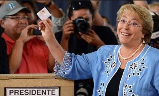 Bachelet arrasó y vuelve a gobernar Chile