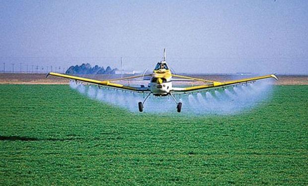 Agroquímicos: documento oficial recomienda zonas de amortiguamiento de 100 y 200 metros para aplicaciones