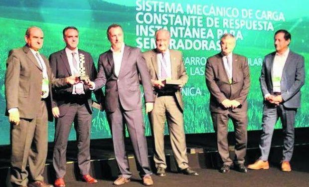 Metaltécnica recibió el Premio Tenaris por su innovador dispositivo que mejora la siembra en suelos irregulares.