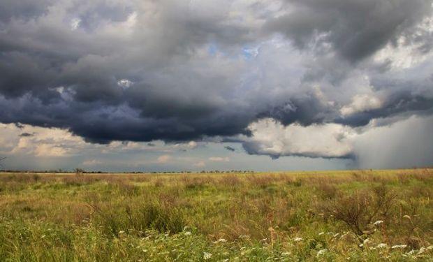 Se alternaran coberturas nubosas y mejoramientos temporarios, con chances de lluvia que comienzan a acrecentarse desde mañana.