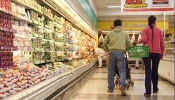 Gobierno y supermercados firman nuevo acuerdo de precios para casi 200 productos con revisión trimestral
