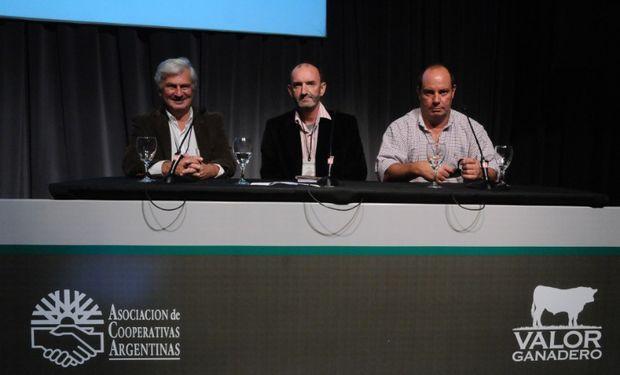 El cierre del Simposio Valor Ganadero estuvo a cargo del periodista Héctor Huergo y los representantes de ACA, Dr. Alejandro Lis y el Cdr. Victor Accastello.