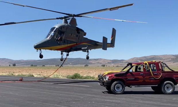 Test insólito: tiraron una Hilux desde 3000 metros de altura