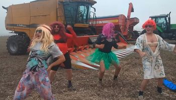 El videoclip La Cobra de Jimena Barón llegó al campo en forma de parodia