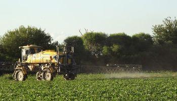 La baja en el precio de los granos deterioró la capacidad de compra de insumos