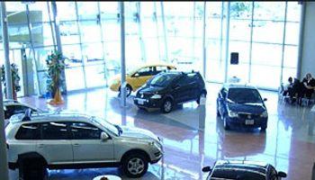 Automotrices congelan ventas de vehículos