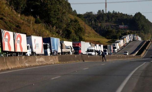 Brasil: los anuncios del Gobierno no contentaron a los camioneros, que mantienen la protesta sobre varios estados.