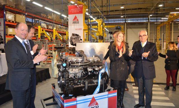 Referentes de la empresa AGCO y autoridades Nacionales y Municipales, presentaron uno de los motores AGCO Power confeccionados en la planta de General Rodríguez.