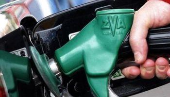 Podría aumentar la nafta mañana por un cambio en el impuesto a los combustibles