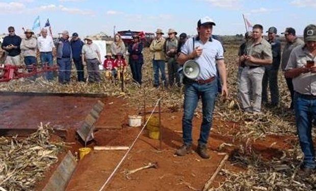 El INTA realizó una jornada a campo para mostrar la tecnología de la siembra directa y la maquinaria argentina.
